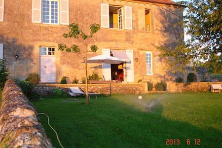 1 chambre privée dans une belle demeure - Saint-Julien-de-Civry