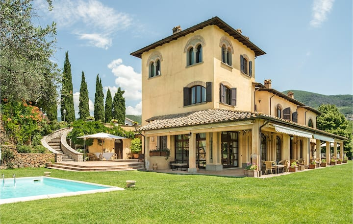 Stunning home in Poggio Catino with Outdoor swimming pool, Sauna and WiFi