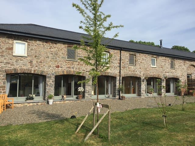 5* 4 Bedroom converted barn conversion - Haverfordwest