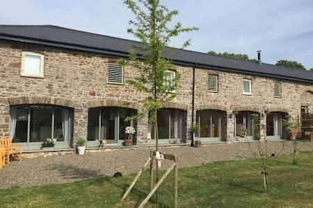 5* 4 Bedroom converted barn conversion - Haverfordwest - Andere