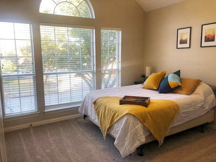 Bright & cozy private suite, 10 minutes from DFW