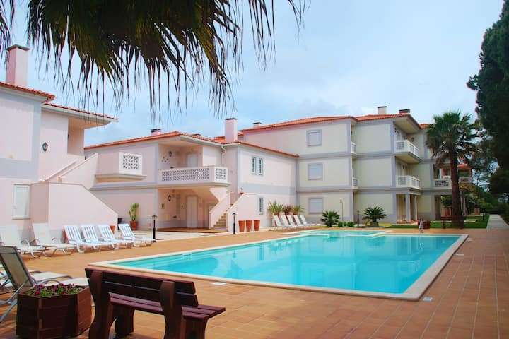 Apartment on the ground floor in the beautiful golf resort of Praia d'el Rey
