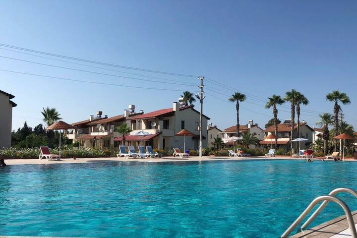 Großes Haus mit direkten Zugang zum Pool