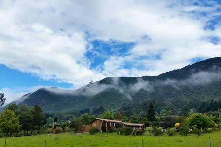 Cabaña en la montaña cerca a Bogotá - Tenjo