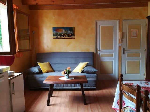 Appartement cosy dans jardin clos