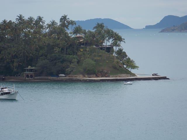 Ilha das Cabras , primeira praia sentido Sul ! Cinco minutinhos de carro  !