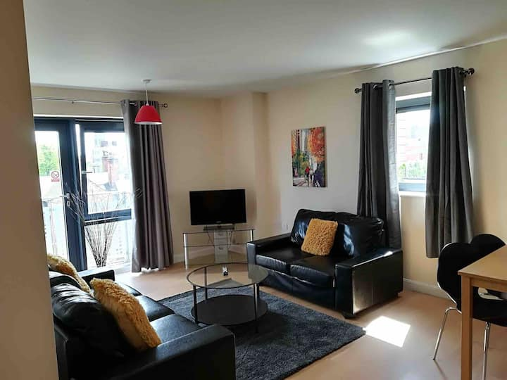 Large 2 Bedroom - Quality City