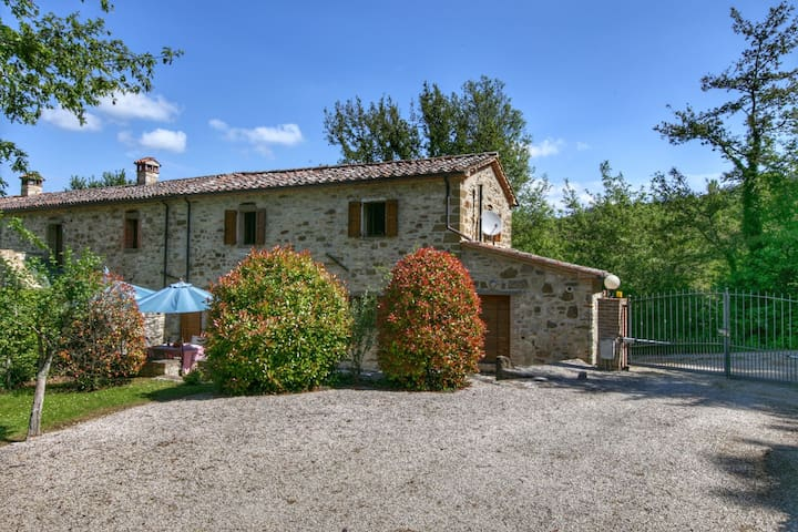 Luxury Cottage in Lisciano Niccone Umbria with Swimming Pool