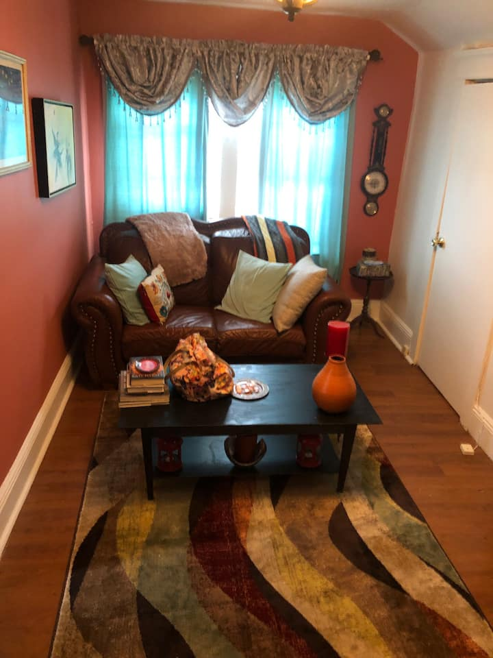 Cozy studio apartment with a 10 min drive to GWB