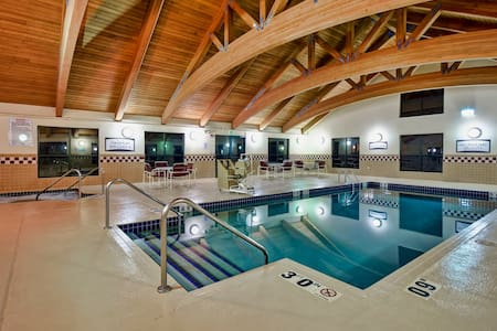 Free Breakfast. Pool and Hot Tub. Downtown Location. Your Next Vacation!