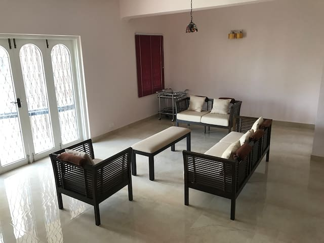 Fully furnished 3-Bed apartment near US Consulate.