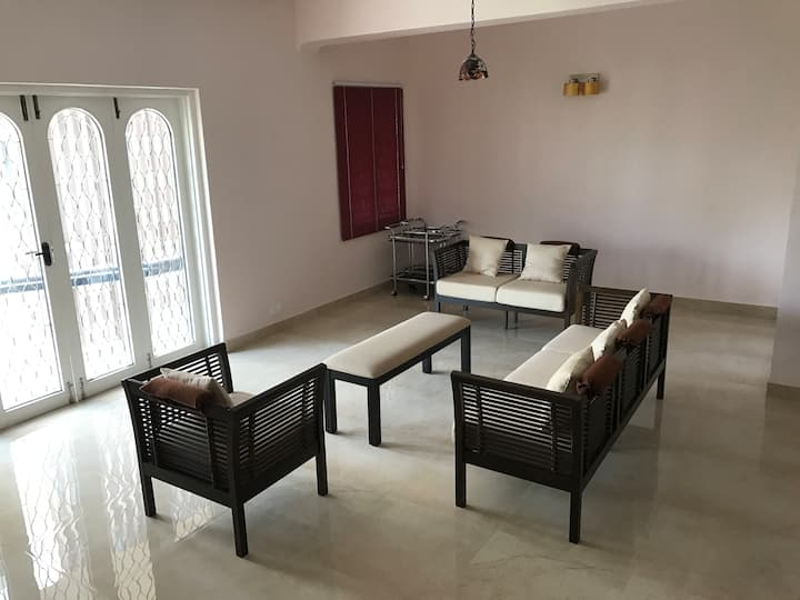 Fully furnished 3-bedroom apt. near US Consulate.