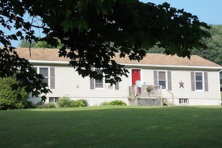 Maple Row Hideaway weekly baseball camp rental - Mount Vision - Rumah
