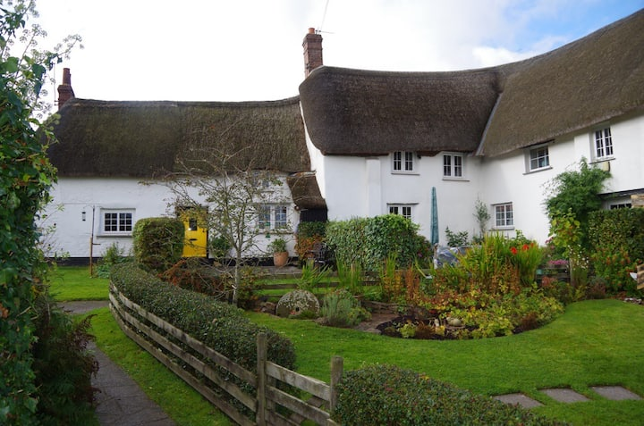3 Part Harvey's - Lovely Thatched Devon Cottage
