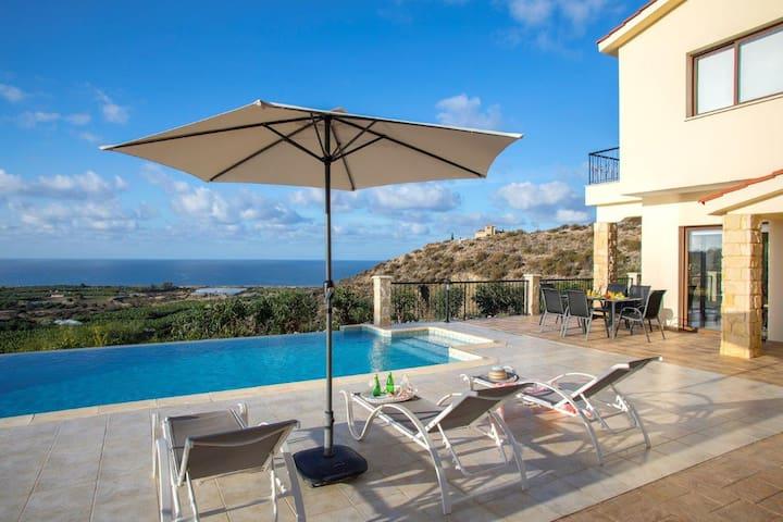 Villa Blue Jadeit, Coral Bay Sea Views