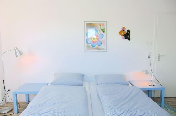 Ruhiges Gästezimmer mit Bad für Airbnb-Gäste