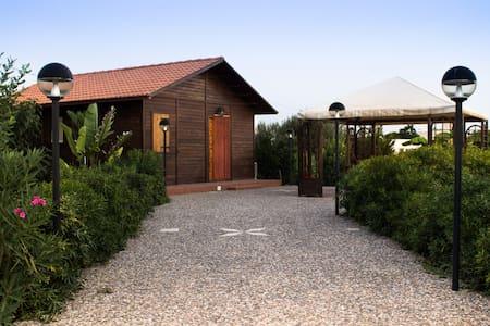 Villa immersa nel verde al mare - Noto