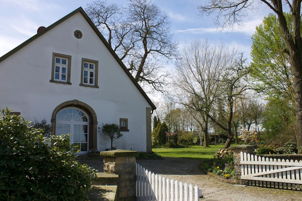 Historic farm house in countryside houses for rent in for Big houses in germany
