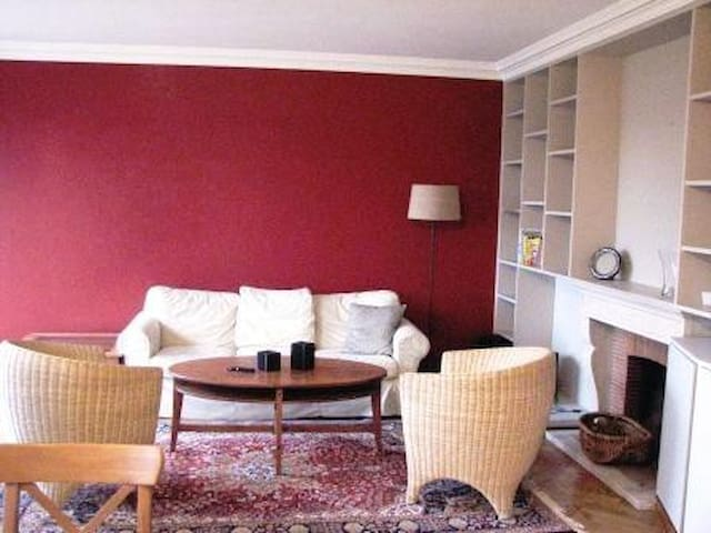 Sunny, spacious appartment. - Woluwe-Saint-Pierre - Lejlighed