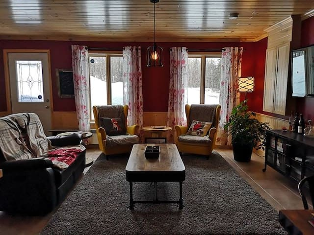 Très jolie petite maison style chalet