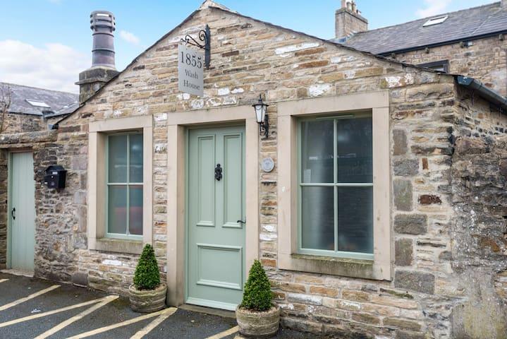 1855 Wash House, Town Centre Studio Cottage