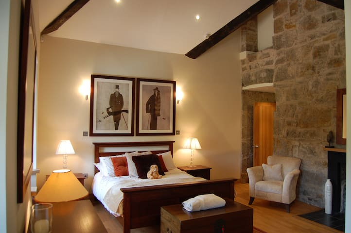 large master bedroom with king size bed and en suite bathrooms