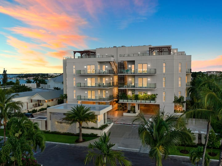 Ocean Breeze - New LUXURY Condo on Paradise Island