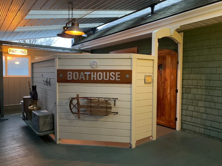 Beach Gables Boathouse Suite