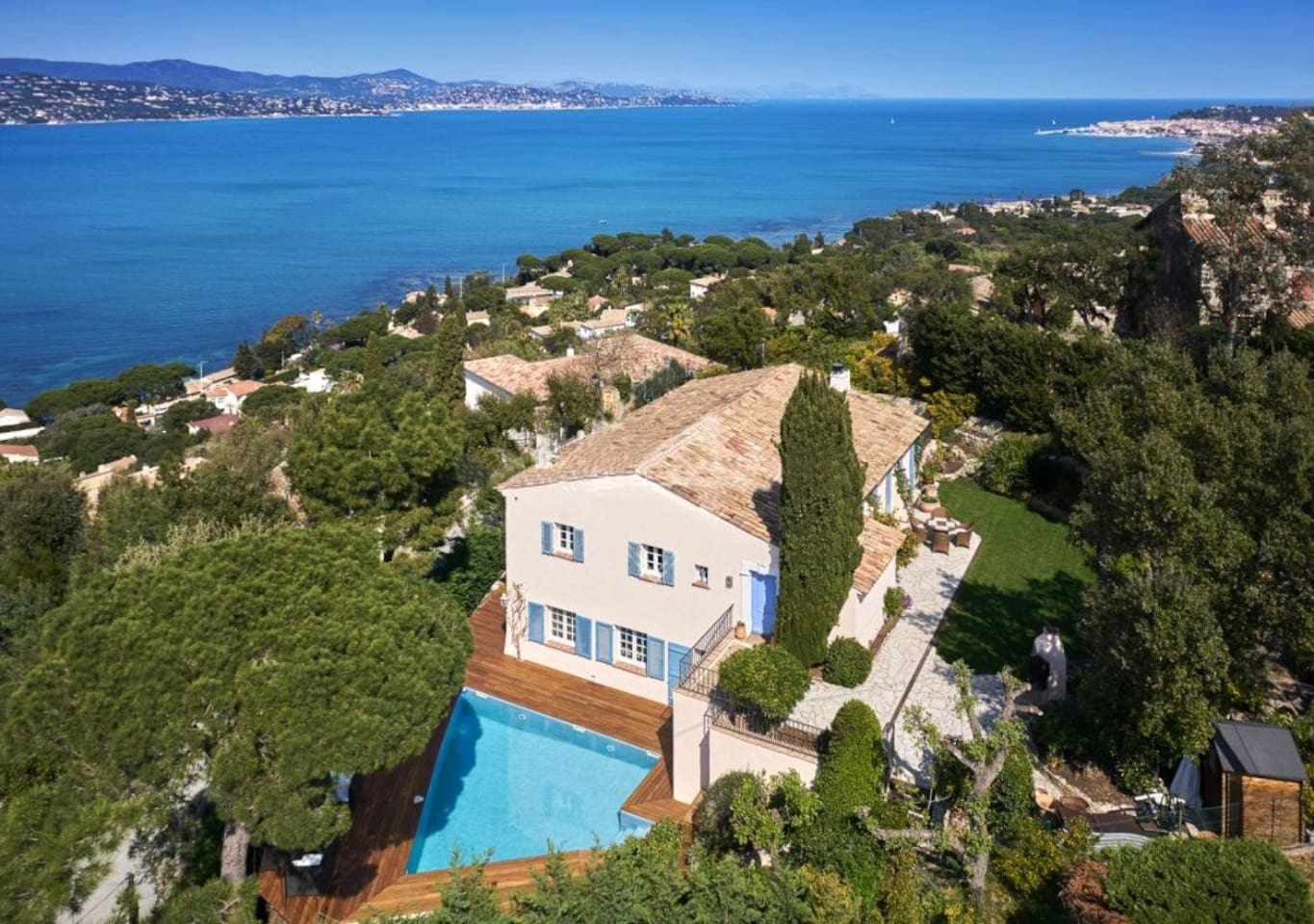 Dominant position and the breathtaking view over the bay of Saint Tropez
