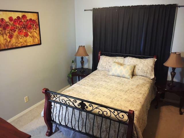 Cute & Comfortable Midtown Master Bedroom