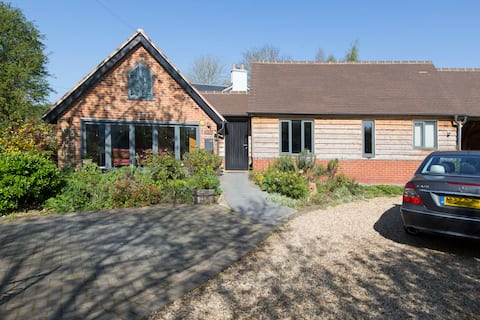 Detached private  cottage with private parking.