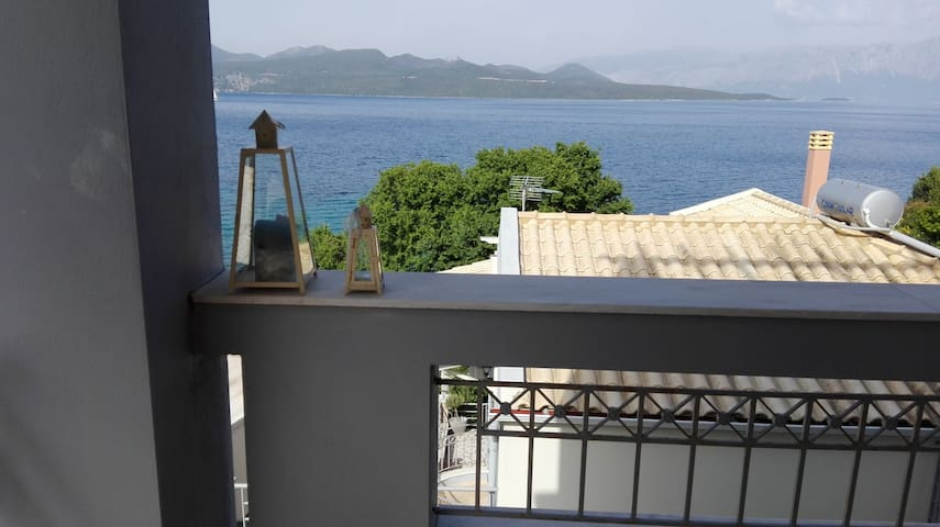 Λευκάδα Νικιάνα σπίτι με θέα
