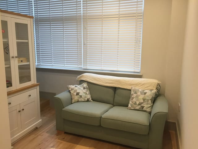 Studio Flat Avail in New Malden over July/August
