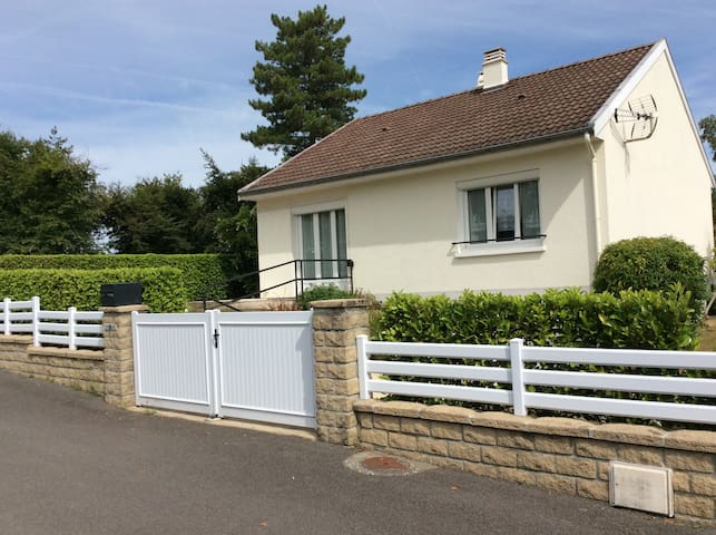 Calm 6 persons house with garden near Limoges