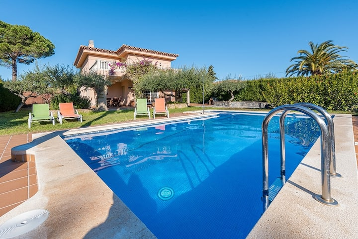 VILLA MONET with private pool and free wifi