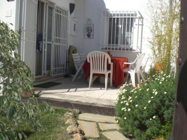Villa familial avec Petit  jardin - Estepona - Hus