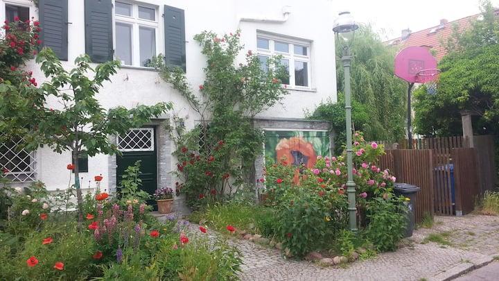 Gemütliches Zimmer, Wohn-Küche,  Terrasse zentral