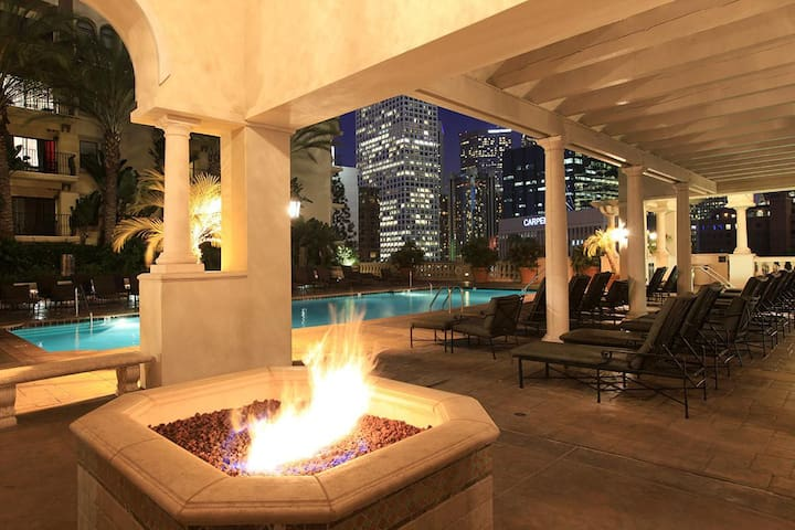 Dowtown LA,$71/night FREE Parking, Breakfast April - Los Angeles - Huoneisto