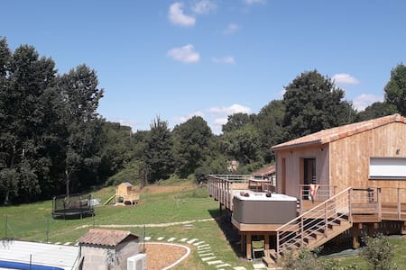 Cottage with Jacuzi swimming pool near Futuroscope