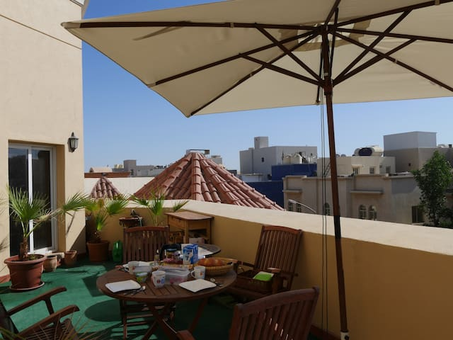 Sunny and cozy apartment with large balcony! - Zahra - Apartemen