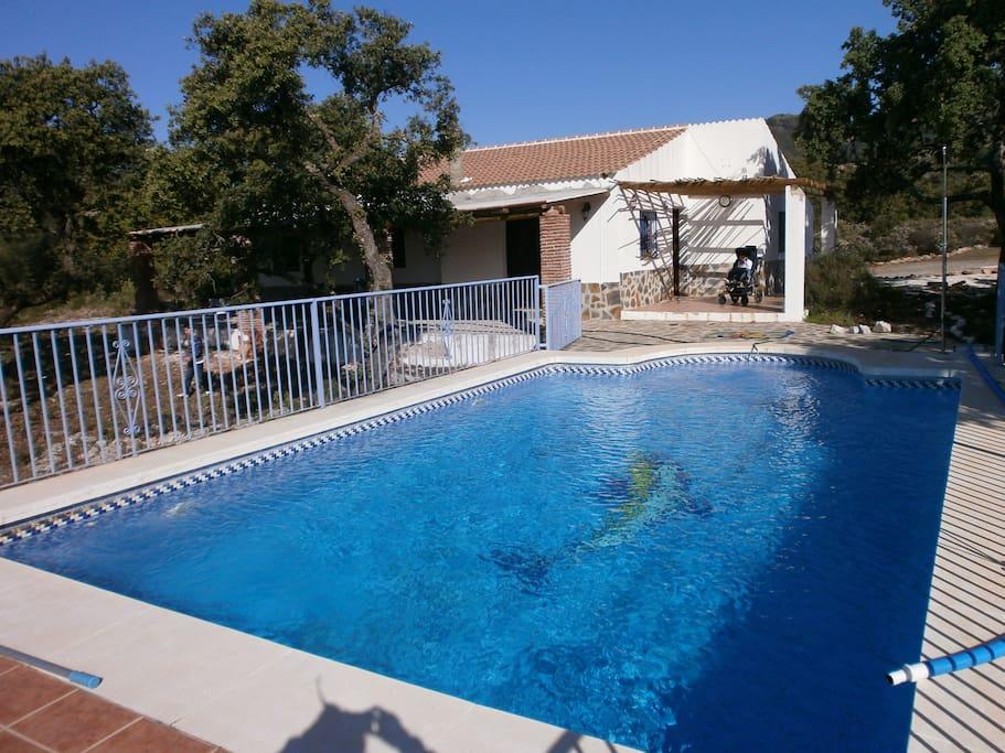 Chalet privado con piscina para disfrutar chalet in - Piscinas para chalets ...