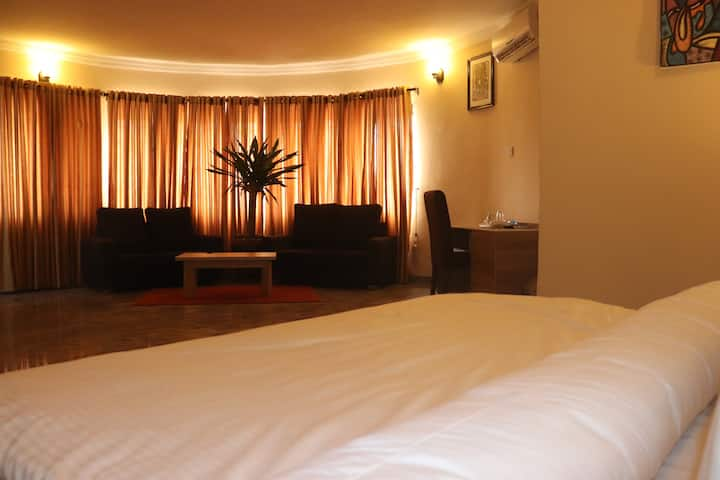 Comfortable room in the heart of Lekki phase 1