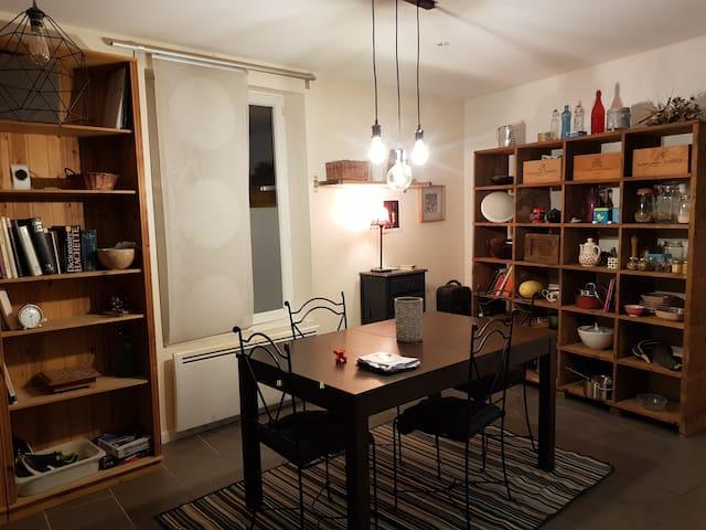 """chambre moderne,  Rouen proximité  """"docks"""""""