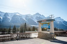 Scenic Banff gate two bedroom condo loft escape