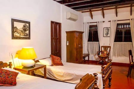 Cozy room in a 400 year old ancestral bungalow
