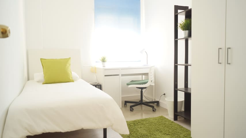 Beautiful & Quite Room in Alcobendas, Train, Metro