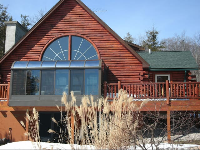 Lodge on Omena Point in Northport, Michigan - Northport - House