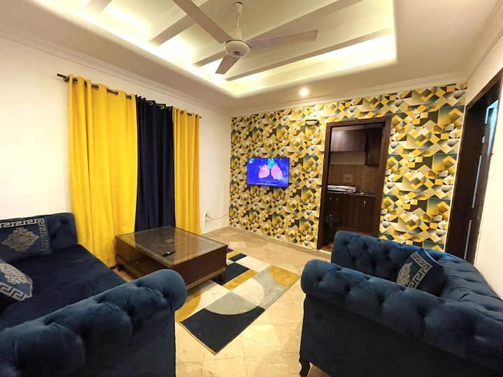 Luxury Condo/ 1BHK/ Wifi/ Central City