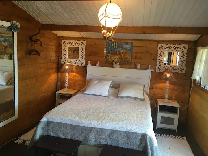 Cabaña 2pax con baño junto a casa ayalesa