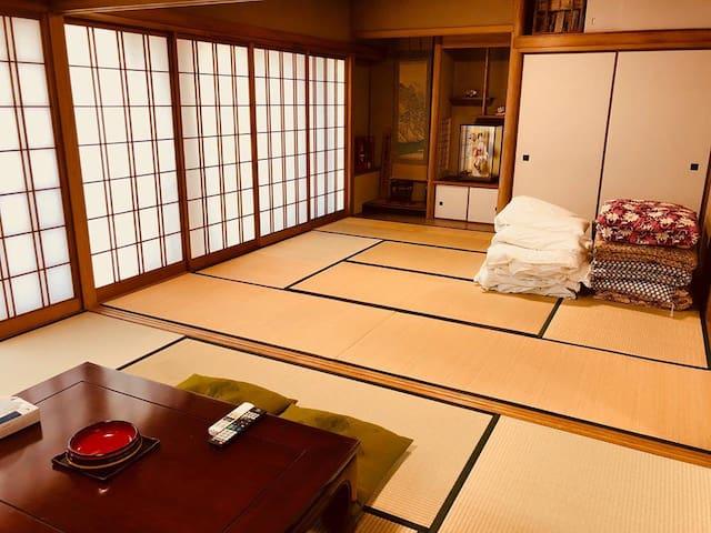 リビングルーム兼寝室(Living room and bedroom)